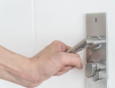כמה עולה תיקון דלתות ממד